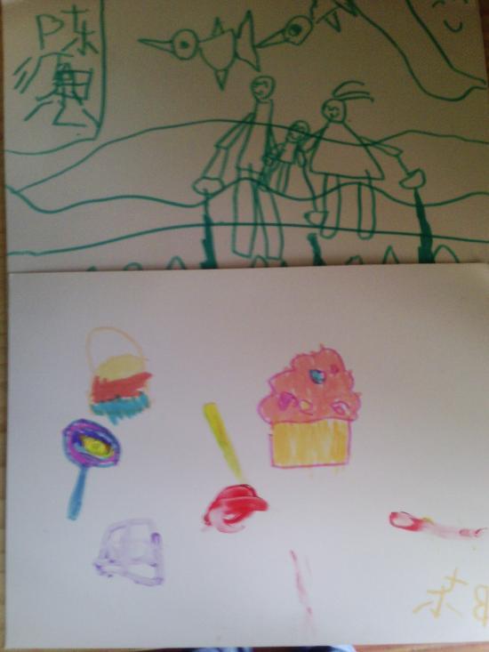 开始两个人都是按照简笔画里面的图案进行临摹的
