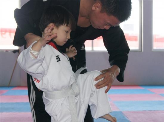 学习跆拳道刀开刃视频图片