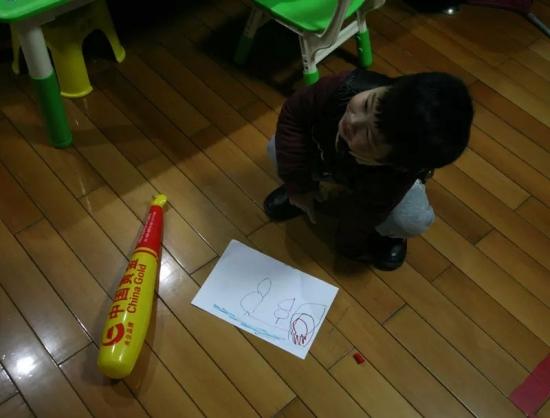 幼儿园纸箱画画作品